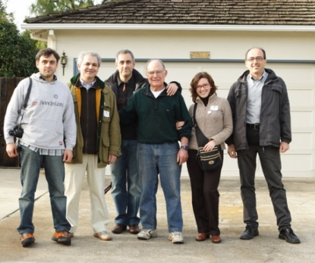 Lo staff del museo All About Apple in 'pellegrinaggio' al garage di Steve Jobs
