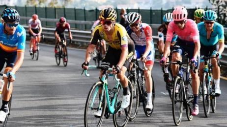 Ciclismo, Giro di Lombardia: brutta caduta per Remco Evenepoel
