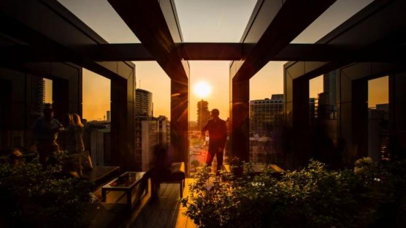 Aperitivo in terrazza a Milano? Happy hour panoramico al LaGare Rooftop