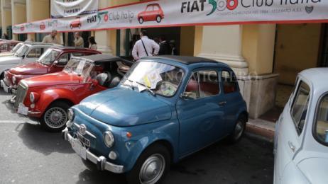 Raduno di Fiat 500 a Imperia per la Giornata del Veicolo d'Epoca